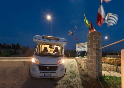 camper-parking-gallipoli-by-night-3